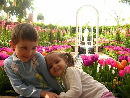phipps-jeff-ella-tulips.jpg
