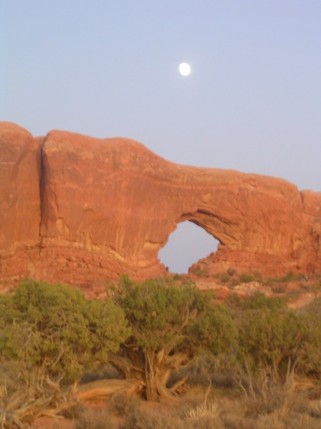 Arches 2009 moon2
